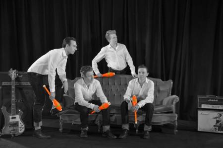 Die ZirkusAkademie: ZirkusAkademie-24-Keulen_Orange_Schwarzweiss