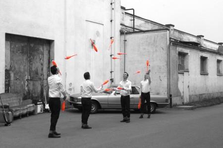 Die ZirkusAkademie: ZirkusAkademie-25-Totale_Auto_Sofa